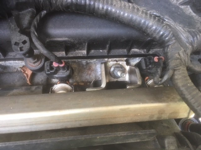 Fuel rail bolt left.jpg